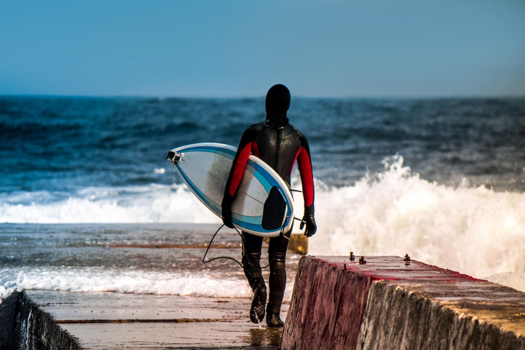 Sufer wearing a wetsuit