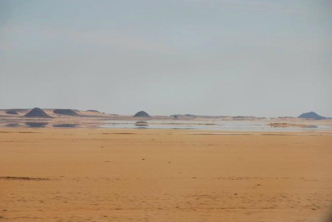Interior mirages in desert